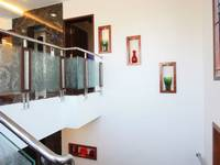 adyar-multi-level-house-staircase-wall-niche