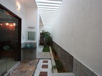 egmore-passage-house-dining-courtyard