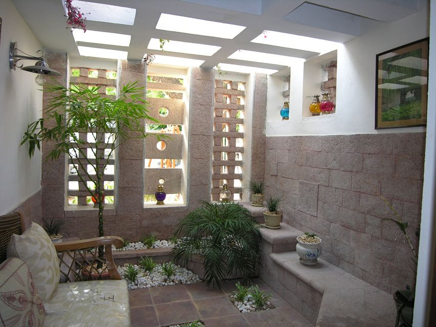Stone courtyard house ansari architects chennai Homes with inner courtyards